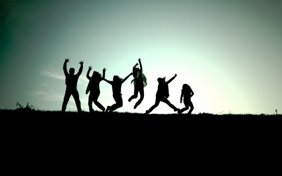 6360812277855836911480385241_6359221281530934392087160997_friendship-background-images-jumping